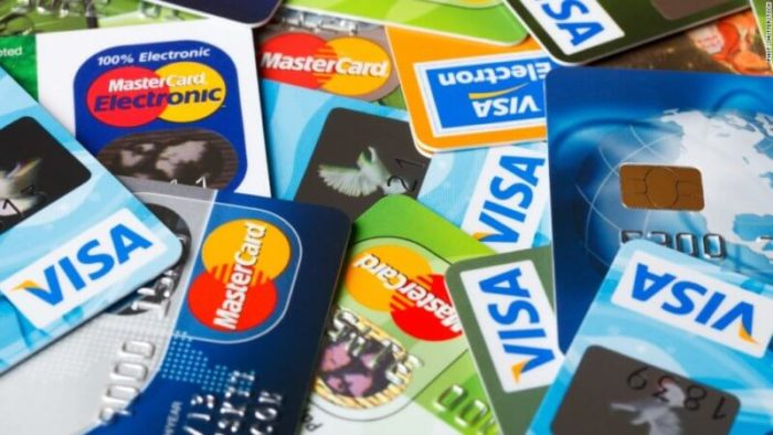 Lebih Baik Mana Kartu Debit atau Kartu Kredit?